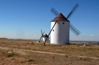 Gobierno impulsará turismo interior. En la imagen, Molinos de viento en Mota del Cuervo (CLM)