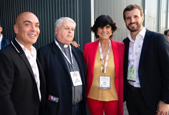 Sarasola (primero a la izquierda en la foto) el casero de Ayuso debe 120 millones a los bancos y a la inversora Sandra Ortega