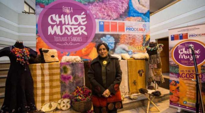 En Santiago se presenta la Feria Chiloé Mujer con artesanía y gastronomía de la mayor isla del país