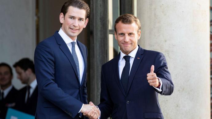 Macron (d) se reunió en la capital francesa con el jefe de Gobierno de Austria, Sebastian Kurz, y anfitrión de la cumbre