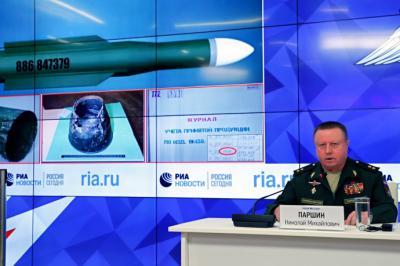El jefe del departamento de Artillería y Misiles del Ministerio de Defensa ruso, Nikolai Parshin, ofrece una rueda de prensa sobre el incidente del avión Boeing malasio de 2014.