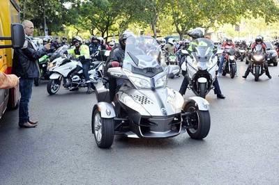 45.000 motos rinden homenaje a Ángel Nieto en Madrid