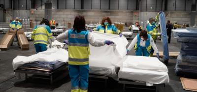La cifra de personas fallecidas con coronavirus en las últimas 24 horas cae a 410, el registro más bajo del último mes