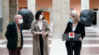 A la derecha, Isabel Díaz Ayuso y Marta Rivera de la Cruz en un acto este lunes en la Puerta del Sol.Comunidad de Madrid.