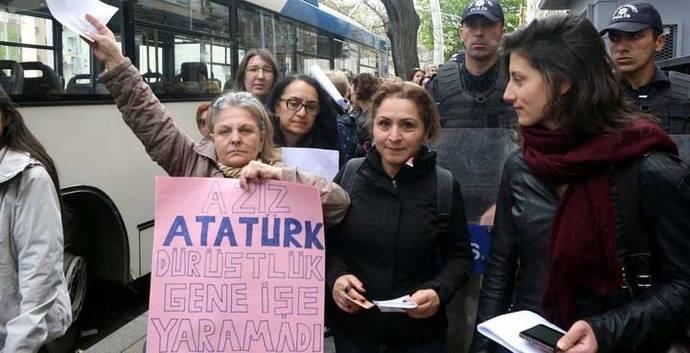 Se extiende oposición a resultado de referendo que dio victoria a Erdogan