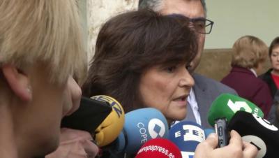 Vicepresidenta del gobierno Carmen Calvo conversa con periodistas