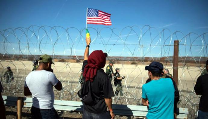 Desde octubre, miles de centroamericanos han iniciado varias caravanas de migrantes que han llegado a la frontera de México con Estados Unidos, donde buscan quedarse.