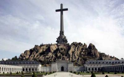 El Gobierno tiene ya el 'sustento jurídico' para sacar a Franco del Valle de los Caídos