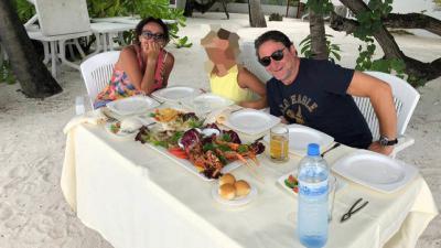 El juez Salvador Alba, junto a su esposa, la secretaria judicial Teresa Lorenzo, y la hija de la pareja, de vacaciones en las Maldivas CANARIAS AHORA