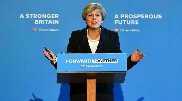 May reitera su promesa de reducir la inmigración en el Reino Unido