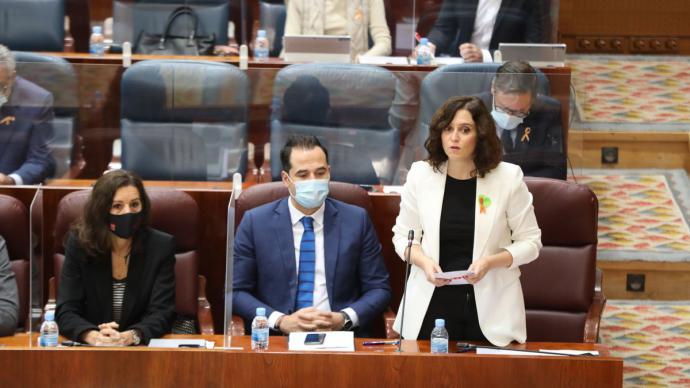 La presidenta de la Comunidad de Madrid, Isabel Díaz Ayuso, durante el pleno de este jueves.
