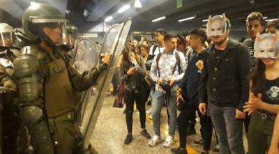 Chile: Evasión masiva en el Metro de Santiago, manifestaciones generalizadas en la capital y declaración de estado de emergencia