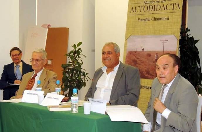 Al centro de la imagen, Wangeli Chaaraoui el autor del libro: A la derecha, el catedrático universitario Octavio Uña Juárez y a la izquierda, Germán Ubillos Orsolich.
