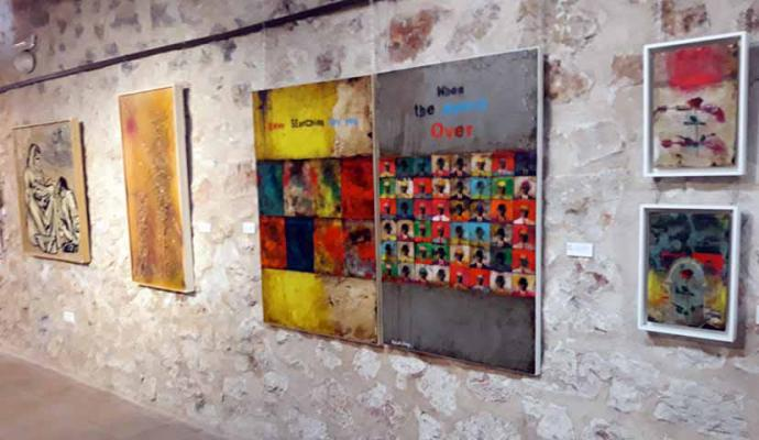 """Inaugurada la Exposición Colectiva de Artes Plásticas """"Aires Manchegos"""" en Mota del Cuervo (Cuenca)"""