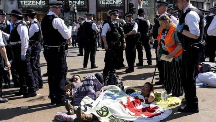 Más de 700 detenidos en una protesta ecologista en Londres