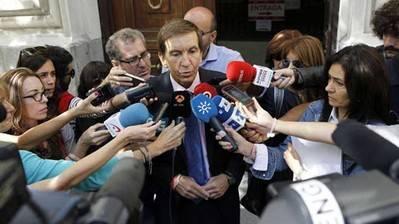 El jefe de Anticorrupción ordenó paralizar registros en la operación contra González y desató una rebelión de fiscales