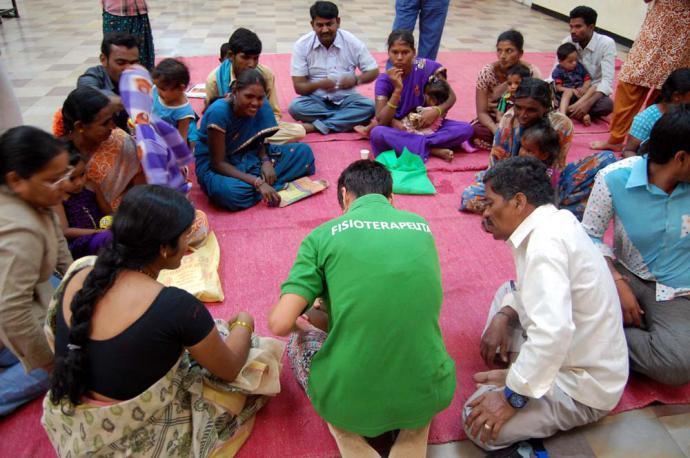 Fisioterapeutas andaluces y la Fundación Vicente Ferrer colaboran para mejorar la atención sanitaria en la India