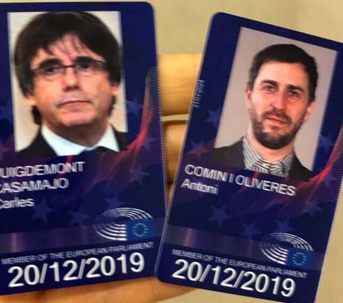 La Eurocámara reconoce a Puigdemont y Comín como eurodiputados y les entrega la acreditación