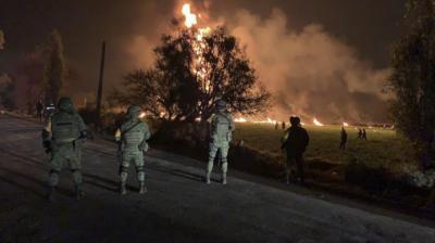 Mueren 66 personas al estallar gasoducto perforado en México