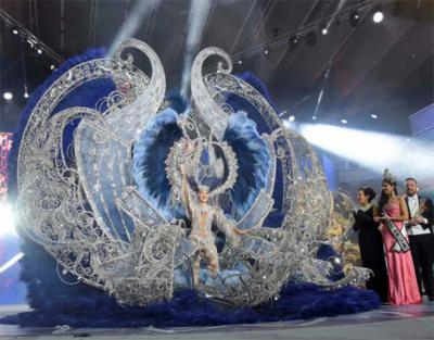Sara Cruz Teja, Reina del Carnaval de Santa Cruz de Tenerife con la fantasía 'Sentir' del diseñador Sedomir Rodríguez
