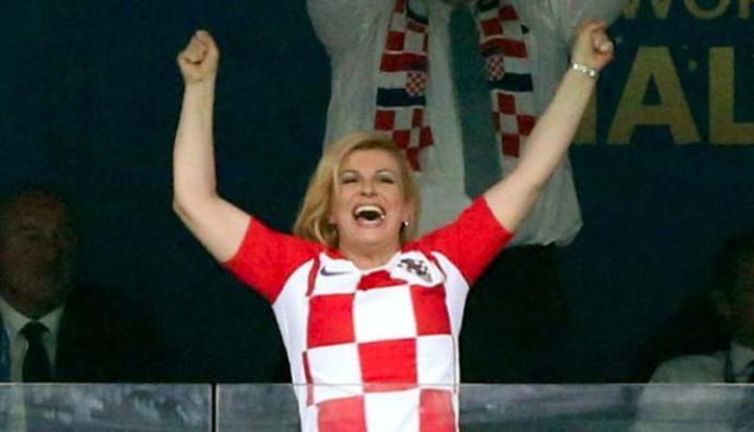 Las imágenes de Kolinda Grabar-Kitarovic celebrando a su equipo de forma efusiva dieron la vuelta al mundo.