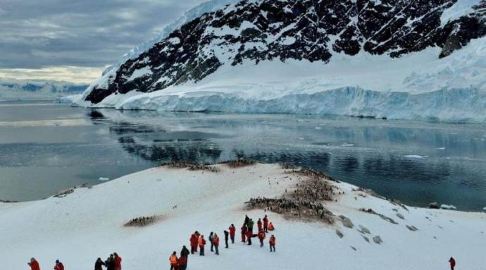 """Dr. Juan Francisco Salazar: """"Creo que las ciencias sociales tienen un rol muy importante que hacer en el estudio de la Antártica"""""""