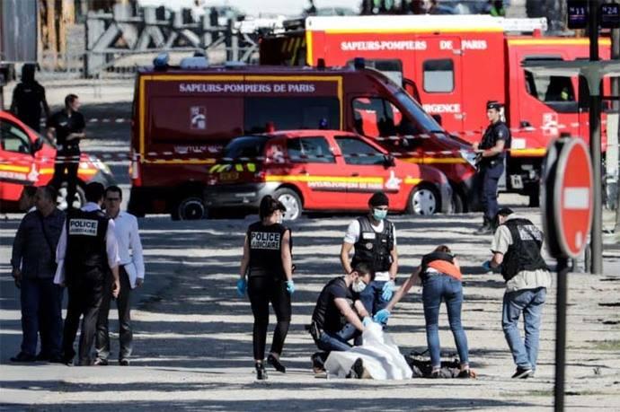 Hallan 'alijo de armas' en casa del asaltante de Campos Elíseos en París