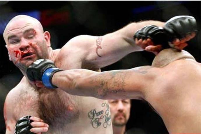 Exluchador de la UFC fallece tras pelea de boxeo