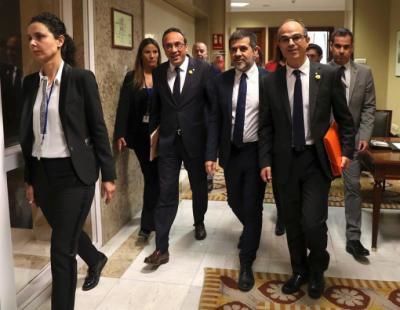 Los diputados electos de JxCat, Jordi Sànchez (2d), Jordi Turull (d) y Josep Rull (3d)