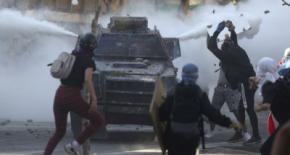 CHILE: Militares reprimen nuevas manifestaciones con tanquetas en la Plazade la Dignidad (ex Plaza Italia)