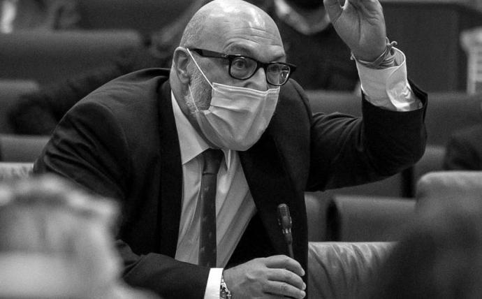 El portavoz de Vox,Alejandro Hernández, perdió la compostura.