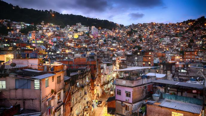 Vista general de la favela La Rocinha en Río de Janiero