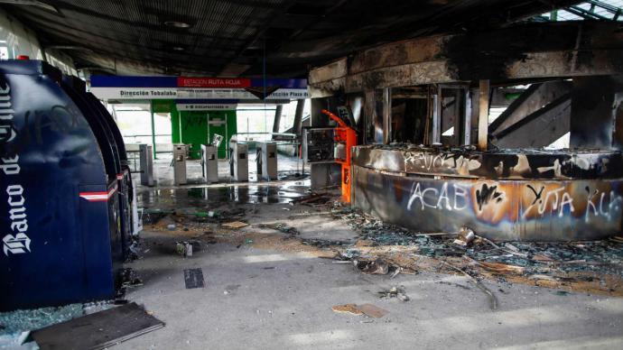 Una estación de Metro, destruida