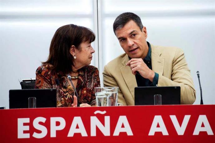 Sánchez dice que si las pensiones estuviesen en manos de Podemos no dormiría