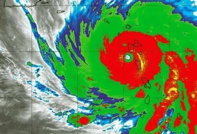El huracán María, categoría 5, sobre las islas de Dominica y Montserrat. NASA