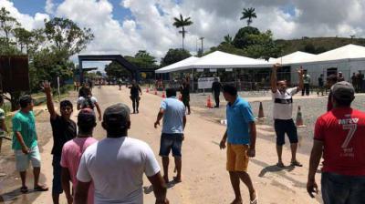 Brasileños atacan campamento de migrantes venezolanos en Roraima