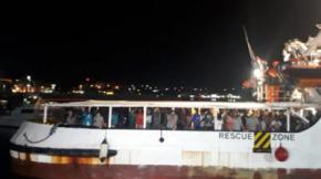 Desembarcan en Lampedusa los 83 migrantes del Open Arms