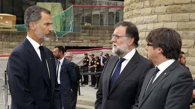 Conversación entre Mariano Rajoy, el rey Felipe VI y Carles Puigdemont