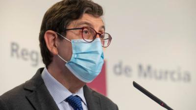 El consejero de Murcia que se coló en la vacunación y otras carreras políticas que arruinó la COVID-19