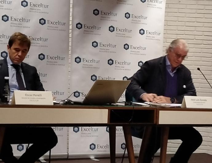 Óscar Perelli, director de estudios de Exceltur, y José Luis Zoreda, vicepresidente ejecutivo de la agrupación, en la rueda de prensa celebrada ayer en Madrid.
