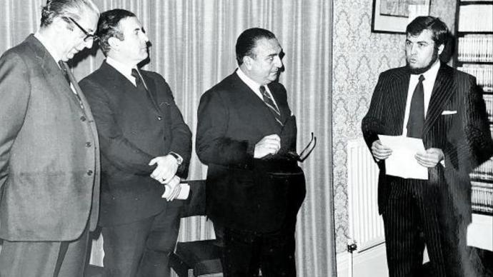 José Antonio Sierra, en la inauguración oficial del instituto, que no tuvo lugar hasta 1974. El primero por la izquierda es el malagueño Joaquín Juste Cestino, embajador de España en Irlanda.ARCHIVO J.A.SIERRA