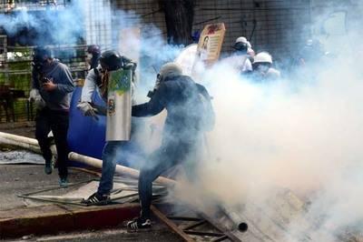 Dos jóvenes mueren en disturbios durante paro general en Venezuela