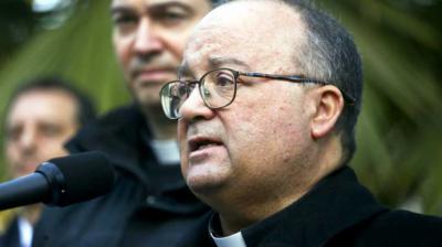 Arzobispo de Malta, Charles Scicluna, en una rueda de prensa en Santiago