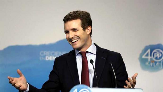 El 'triunfo' en avales de Casado descoloca a Sáenz de Santamaría y Cospedal