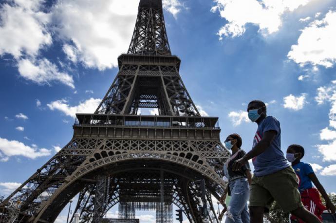 Francia confina por un mes 16 regiones, incluida París