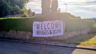 Pancarta colgada en la casa de Iglesias y Montero. Imagen: Cañas por España