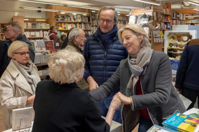 """María Teresa Mendiola: Presentación del libro """"Una niña de la guerra"""" en París"""