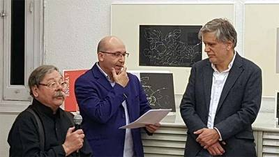 Alberto Corazón expone una carpeta de litografías en el Taller del Prado