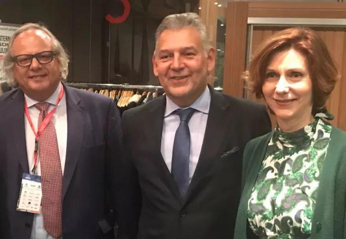 En la imagen, Miguel Mirones, a la izquierda, acompañado del Secretario General Adjunto de la OMT, Jaime Alberto Cabal, y de la Secretaria de Estado de Turismo, Isabel Oliver.