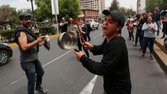 """Protestas en Chile: """"Las élites empresariales y políticas apretaron la tuerca más de lo que tenían que apretar"""""""